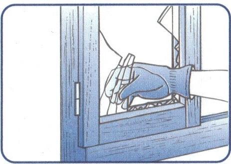 Remplacer une vitre cass e d une fen tre en bois - Poncer une fenetre en bois ...